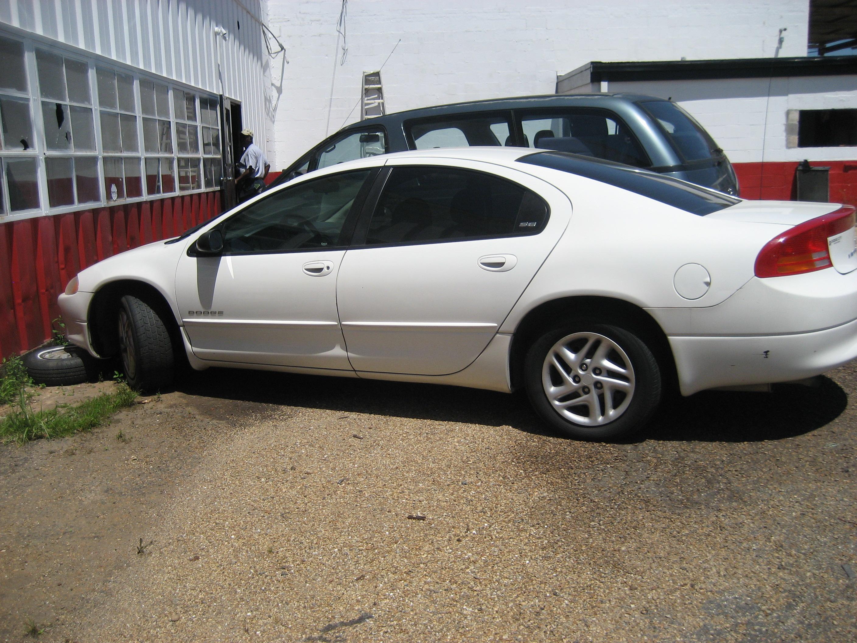 2001 White Dodge Intrepid w/